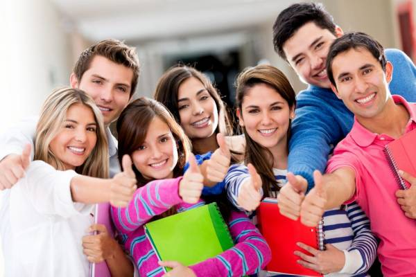 College-Students-credit-cards-1024×683